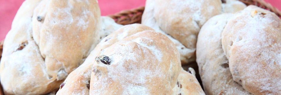 自家製酵母と薪窯焼きのパン 〜 緑と風のダーシェンカ〜